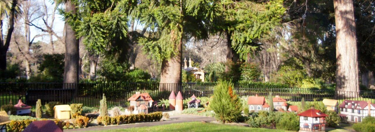HOT: Fitzroy Gardens, East Melbourne