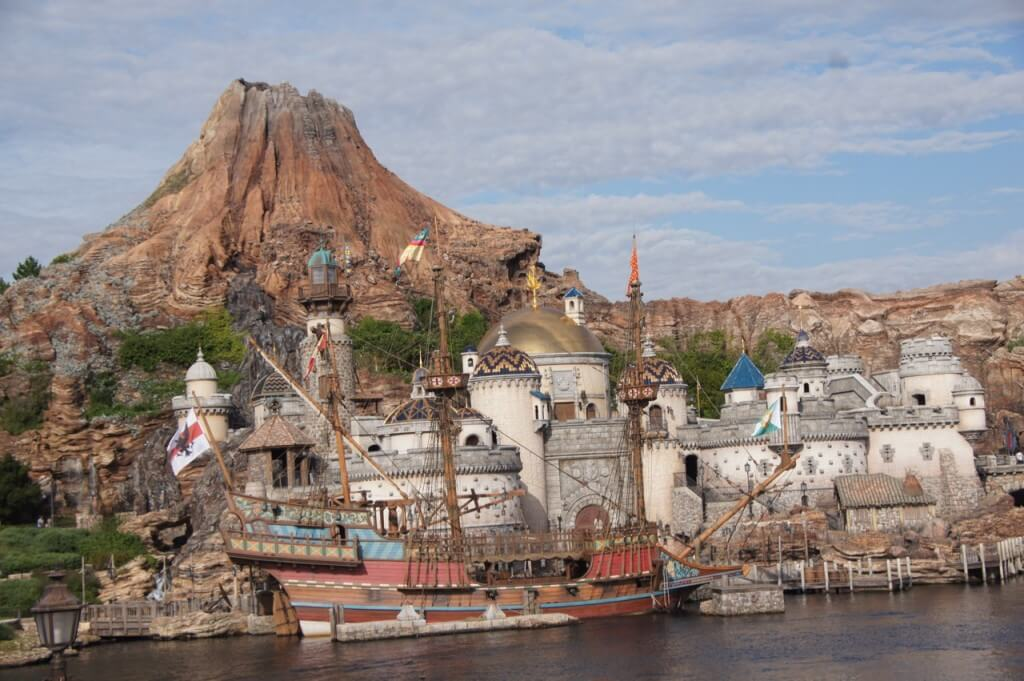 The hot list top 10 tips for visiting tokyo disneyland and tokyo tokyo disneysea has some similar rides to disneyland but themed differently sciox Image collections