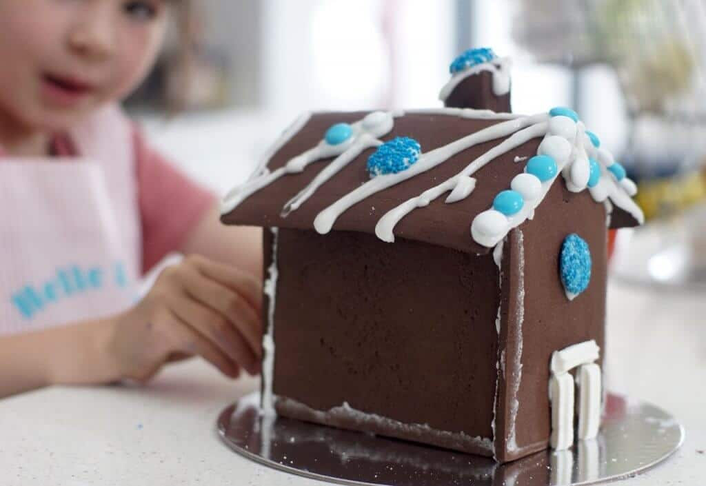 Gingerbread Folk Gingerbread House